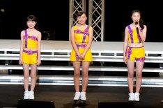 ハロプロ研修生新メンバー。左から斎藤夏奈、竹村未羽、哀川茉穂。