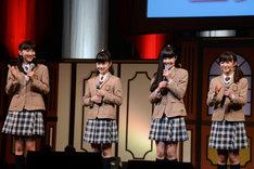 左からトーク委員長の野津友那乃、プロデュース委員長の水野由結、気合委員長の田口華、生徒会長の菊地最愛。