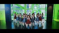乃木坂46「夏のFree&Easy」PVのワンシーン。