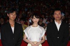左から宮岡太郎監督、松井玲奈、遠藤憲一。