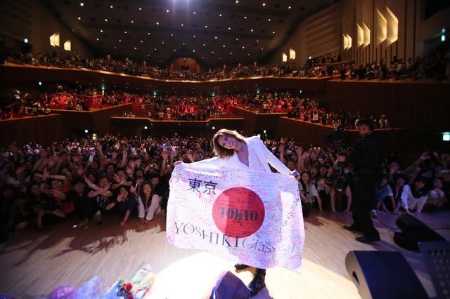 「YOSHIKI CLASSICAL WORLD TOUR 2014」東京・東京芸術劇場公演の様子。