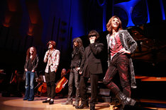 「YOSHIKI CLASSICAL WORLD TOUR 2014」東京・東京芸術劇場公演に登場したX JAPANメンバー。