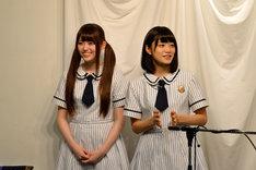 左から松村沙友理、深川麻衣。