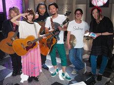 川本真琴のバンドメンバー。左から馬場一嘉、川本真琴、清水玲、野村陽一郎(二千花)、茶谷雅之(久土'N'茶谷)、葛岡みち。