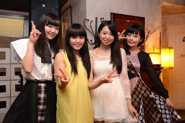 「アイドルアコースティック~七夕スペシャル~」終演後の様子。左から山邊未夢(東京女子流)、Nao☆(Negicco)、西園みすず(さんみゅ~)、南波志帆。