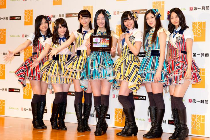 会見に出演したSKE48メンバー。左から古川愛李、木本花音、松井玲奈、松井珠理奈、須田亜香里、北川綾巴、古畑奈和。