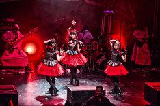 「BABYMETAL WORLD TOUR 2014」イギリス・The Forum公演の様子。(Photo by Dana (Distortion) Yavin)