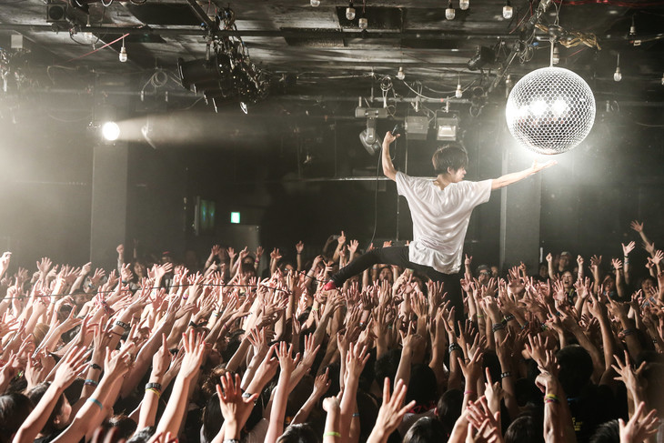 キュウソネコカミ「DMCC - REAL ONEMAN TOUR -~DOSA MAWARI CHU CHU~」の様子。(Photo by Taku Fujii)