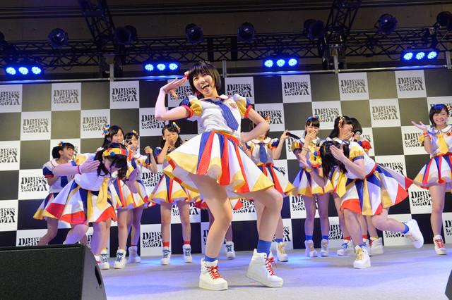 AKB48チーム8「DRIVING KIDS FES. in FUKUSHIMA」でのパフォーマンスの様子。 (c)AKS