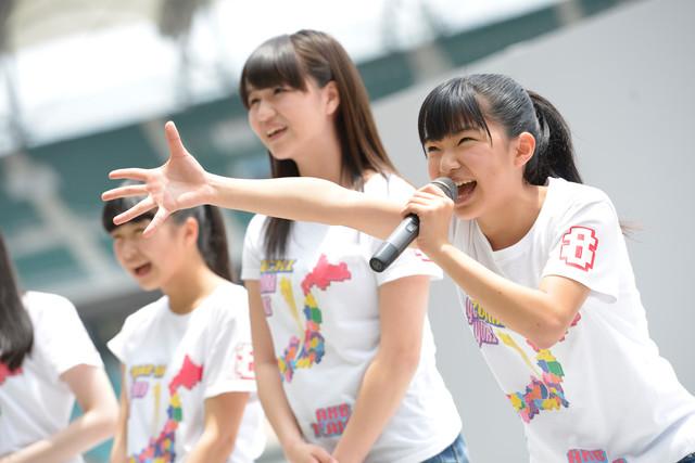 AKB48チーム8「2014 B級グルメスタジアム in エコパ」でのパフォーマンスの様子。 (c)AKS