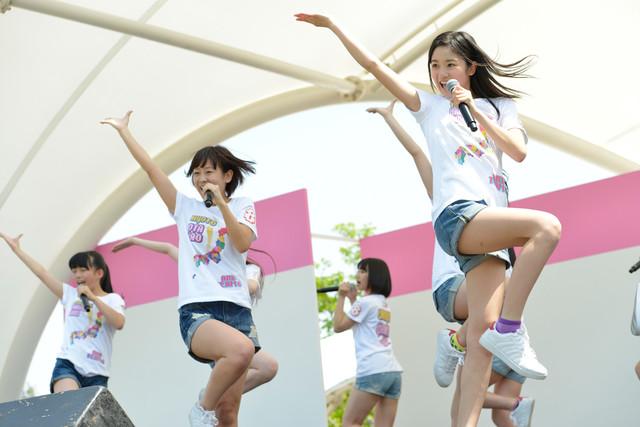 AKB48チーム8「春のあすたむ祭り」でのパフォーマンスの様子。 (c)AKS