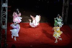 「行くぜっ!怪盗少女」での百田夏菜子のえびぞりジャンプ。