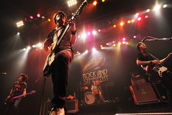 """「the pillows 25th Anniversary NEVER ENDING STORY """"ROCK AND SYMPATHY TOUR""""」東京・Zepp DiverCity TOKYO公演の様子。"""