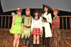 左から疋田紗也、塩川愛友里、鈴木裕乃、尾花貴絵、AZU。