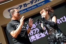 蝶野正洋を挑発する高木紗友希。