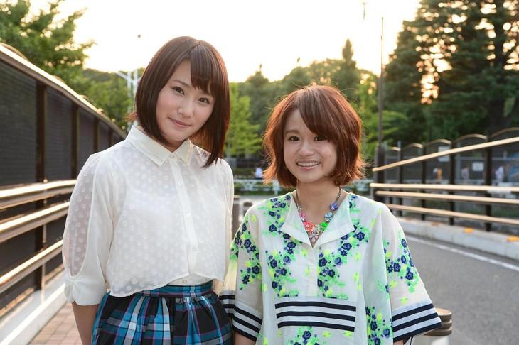 左から城恵理子(NMB48)、fumika。