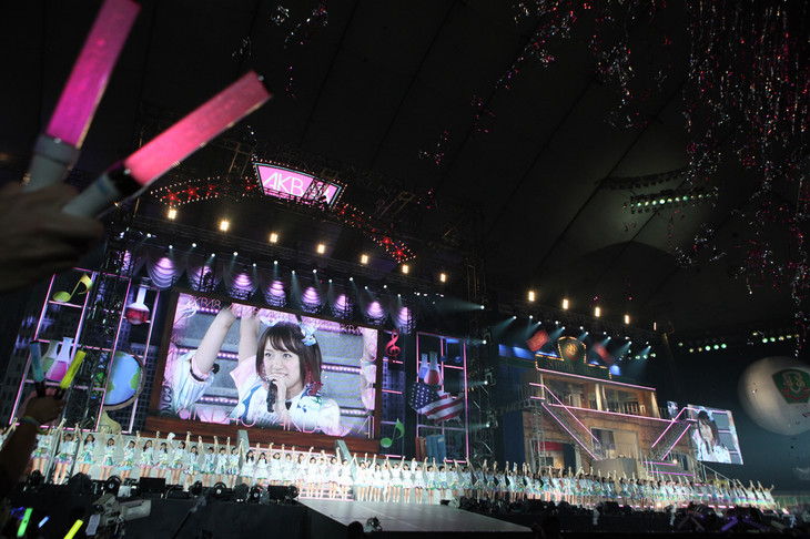 AKB48グループ東京ドームコンサート「~するなよ?するなよ? 絶対卒業発表するなよ?~」AKB48単独公演の様子。 (c)AKS