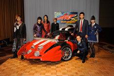 「仮面ライダードライブ」制作発表会見に出席した松岡充(左)。(c)2014 石森プロ・テレビ朝日・ADK・東映