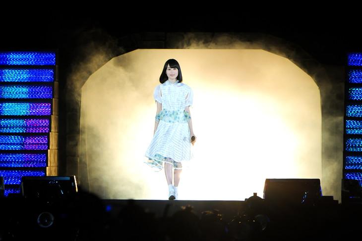 ステージに登場した生田絵梨花。