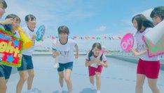 LinQ「ウェッサイ!!ガッサイ!!」PVの1シーン。