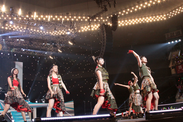Berryz工房(「Berryz工房デビュー10周年記念スッペシャルコンサート2014 Thank you ベリキュー!in 日本武道館[後編]」の様子)。