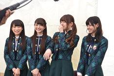 左から秋元真夏、若月佑美、松村沙友理、西野七瀬。