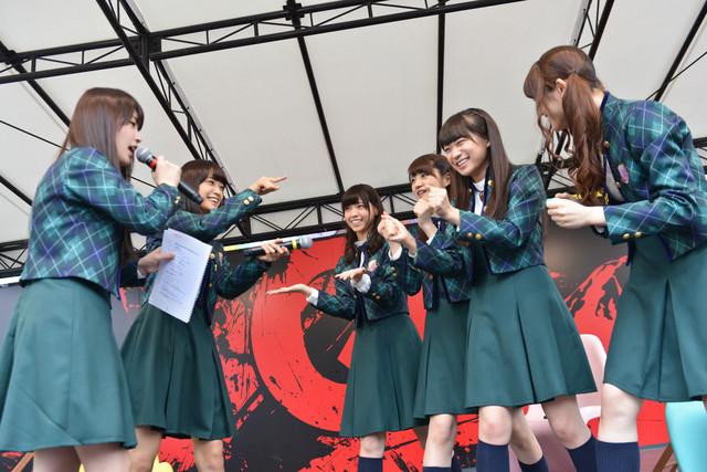 左から高山一実、深川麻衣、西野七瀬、若月佑美、秋元真夏、松村沙友理。