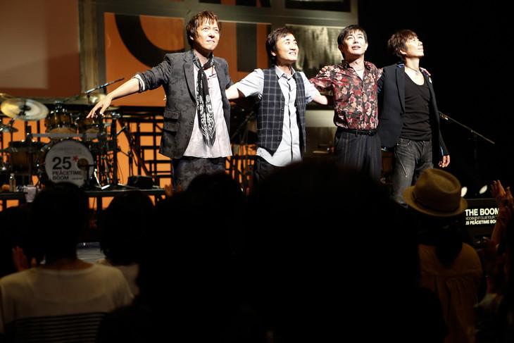 THE BOOM、神戸国際会館こくさいホール公演の様子。(撮影:中川正子)