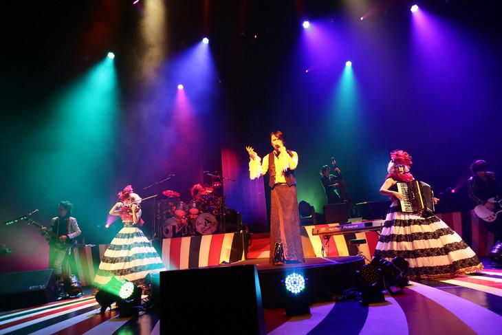 BUCK-TICK「TOUR2014 或いはアナーキー」東京・NHKホール公演の様子。