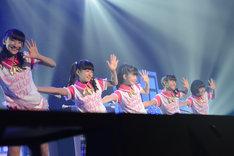 バトン部 Twinklestars。左から野津友那乃、山出愛子、水野由結、菊地最愛、倉島颯良。