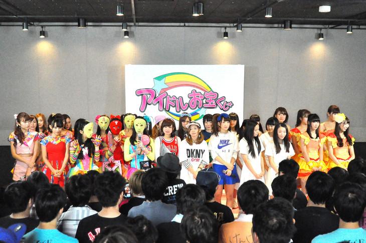 テレビ朝日「アイドルお宝くじ」第1回に登場するアイドルたち。左からChu-Z、仮面女子、Especia、アイドルネッサンス、愛乙女★DOLL。