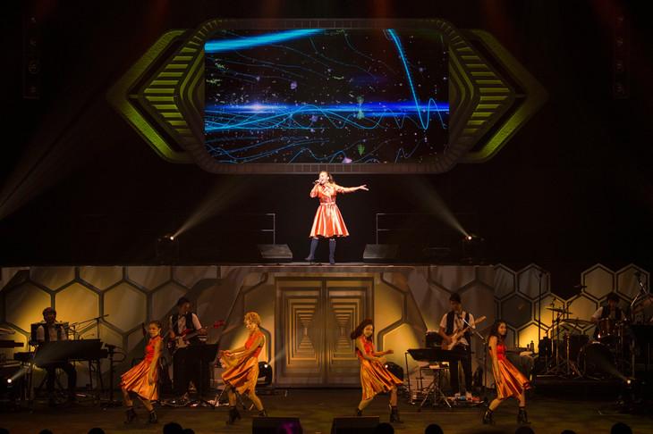 10月5日に行われた華原朋美「TOMOMI KAHARA CONCERT TOUR 2014~MEMORIES~」東京・NHKホール公演の様子。