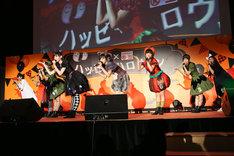 私立恵比寿中学ミニライブの様子。