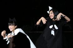 左から中山莉子、小林歌穂。