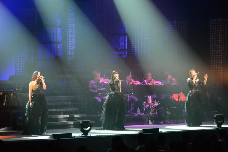 「Kalafina LIVE TOUR 2014」大阪・グランキューブ大阪公演の様子。