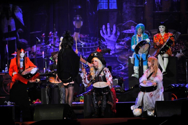 「HALLOWEEN PARTY 2014」10月17日公演の様子。(撮影:今元秀明、緒車寿一)