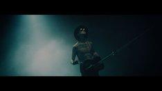 「Mi Amor」ビデオクリップのワンシーン。