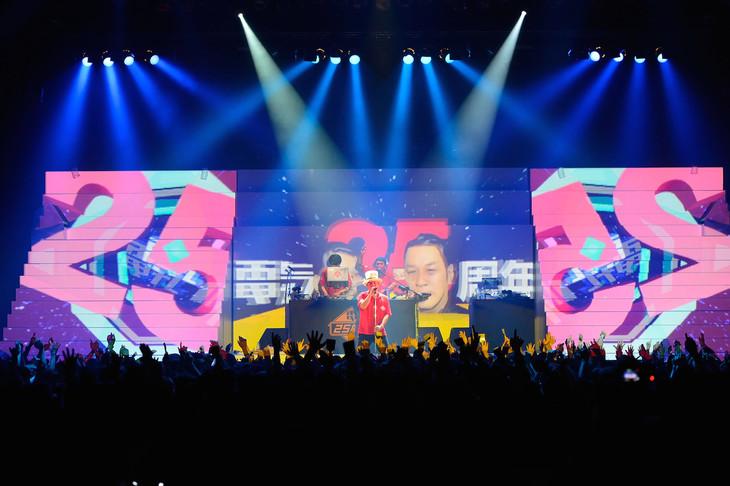 """電気グルーヴ「電気グルーヴ25周年記念ツアー """"塗糞祭""""」11月8日の東京・Zepp Tokyo公演の様子。"""