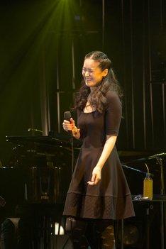 「手嶌葵コンサート2014」日本橋三井ホール公演の様子。