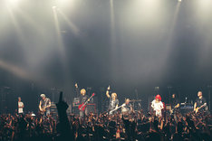 「J 2014 SPECIAL LIVE Akasaka BLITZ 5DAYS -LIKE A FIRE WHIRL-」初日公演の様子。