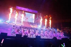 """乃木坂46アンダーメンバー「アンダーライブ セカンド・シーズン FINAL!~Merry X'mas """"イヴ"""" Show 2014~」の様子。"""