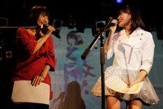 タカオユキと茜屋日海夏による朗読コーナーの様子。