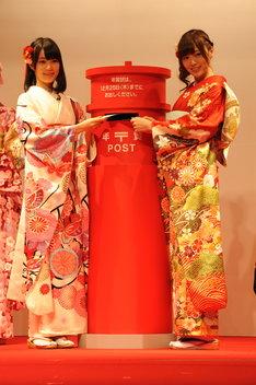左から生田絵梨花、白石麻衣。
