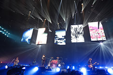 LUNA SEA「LUNA SEA 25TH ANNIVERSARY LIVE」横浜アリーナ公演の様子。