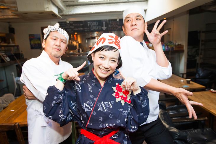 今年も餅つきで参加する3人。左からANI、篠原ともえ、ピエール瀧。(写真:山川哲矢)