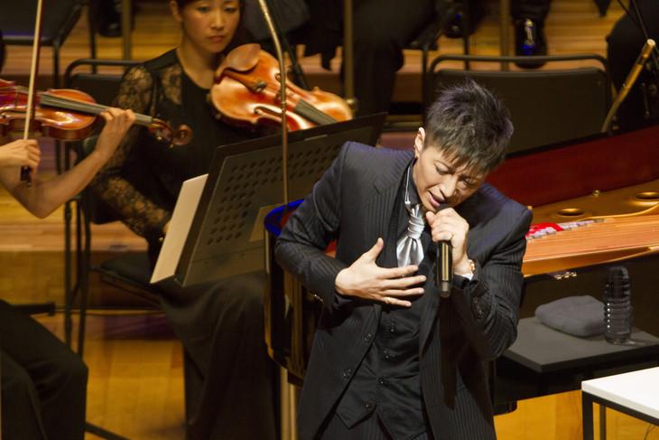 GACKT × 東京フィルハーモニー交響楽団 第二回「華麗なるクラシックの夕べ」の様子。