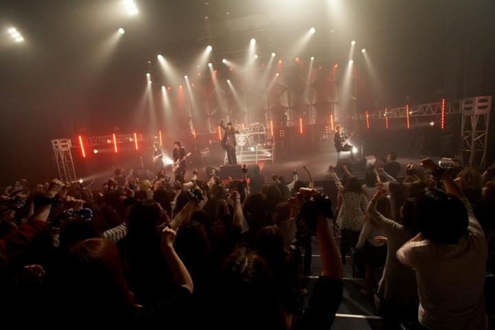 「SCREW TOUR 2014 INNER PSYCHOLOGICAL WORLD [TOUR FINAL]」の様子。(撮影:菅沼剛弘)