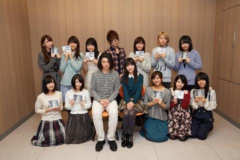 テレビアニメ「銃皇無尽のファフニール」キャスト陣とTRUSTRICKによる記念撮影。