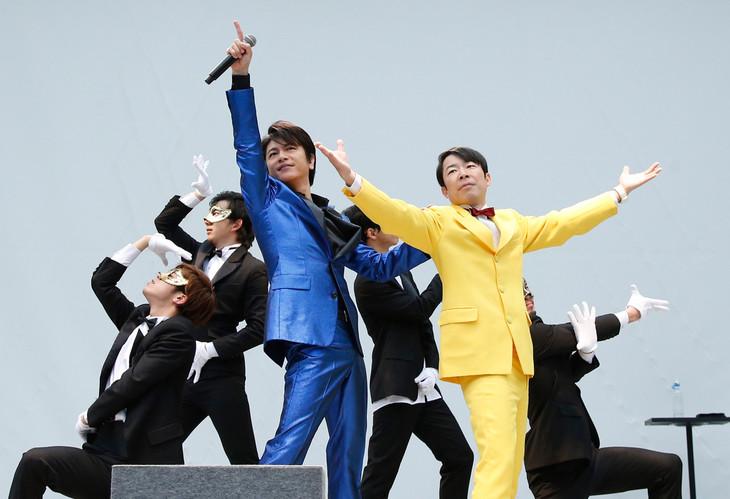 及川光博のリリース記念イベント「及川光博ダンディパーティー」の様子。