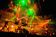 GLAY「GLAY ARENA TOUR 2014-2015 Miracle Music Hunt」神奈川・横浜アリーナ公演の様子。